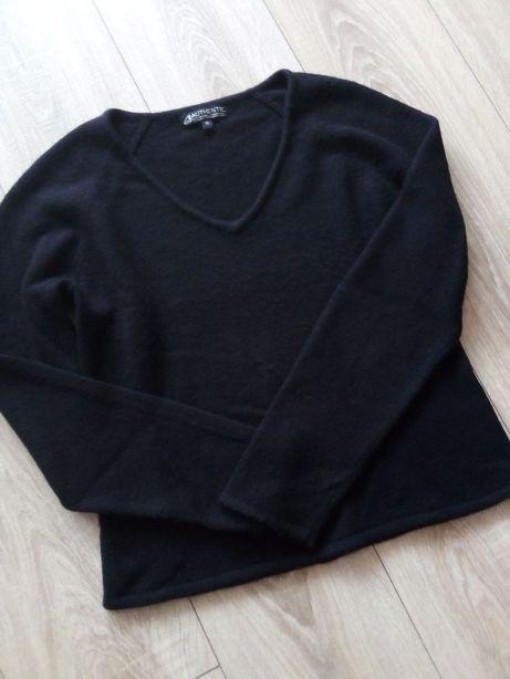 Sweterek damski w serek czarny r. m