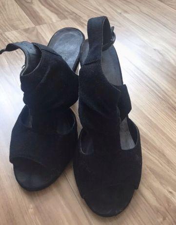 Czarne sandaly zamszowe 38