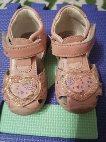 Босоніжки, туфлі, капці