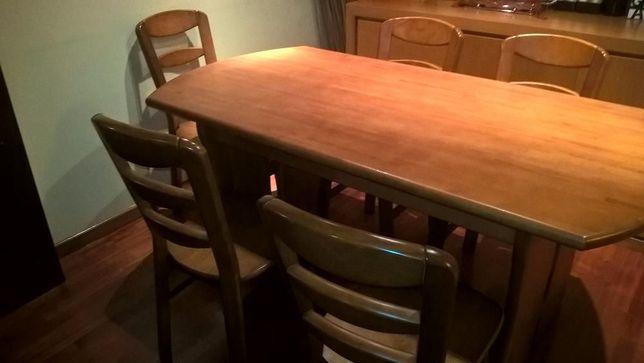 Mesa e 6 cadeiras em madeira maciça - novo