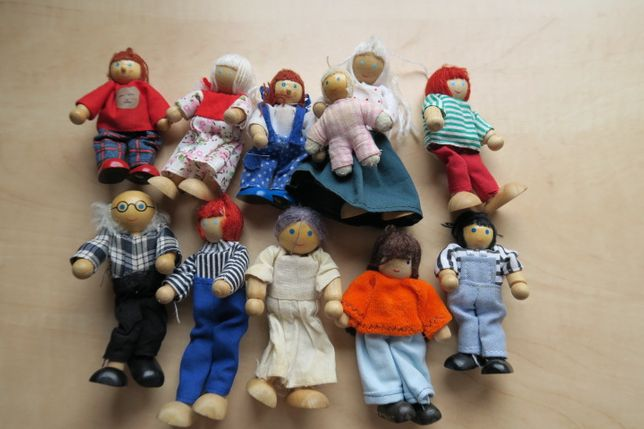 Drewniane laleczki do domku dla lalek