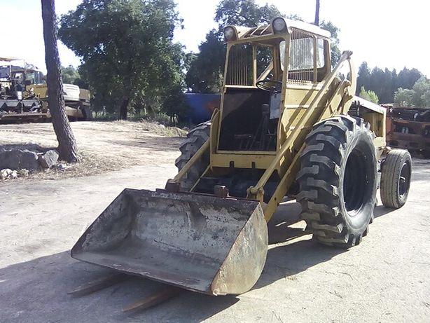 Pa Carregadora BM VOLVO 422 com balde engate manual e garfos (Patolas)