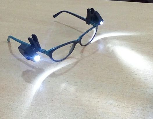 NOWE klipsy z LED do okularów światło światełko czytanie książek gazet