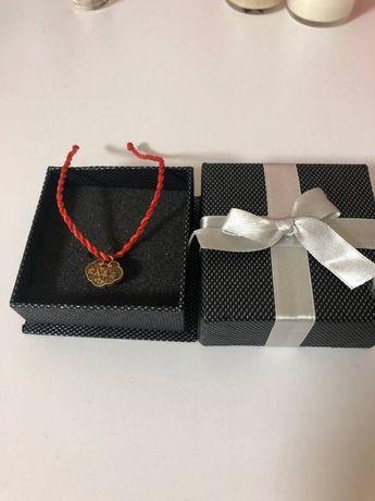 Браслет, красная нить в подарочной упаковке.