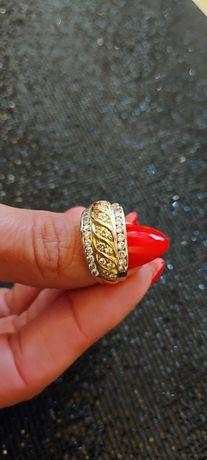 Zloty pierścionek piękny