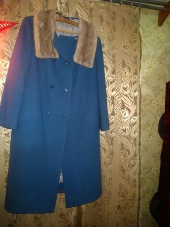 Пальто зимнее женское с норкой размер 56