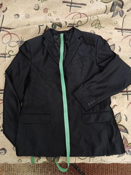 Черный школьный пиджак в полоску