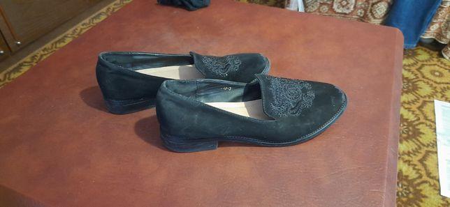 Продам женские туфли.