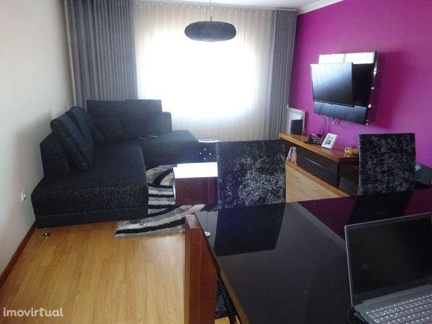 Apartamento T3 com Box - São Félix da Marinha.