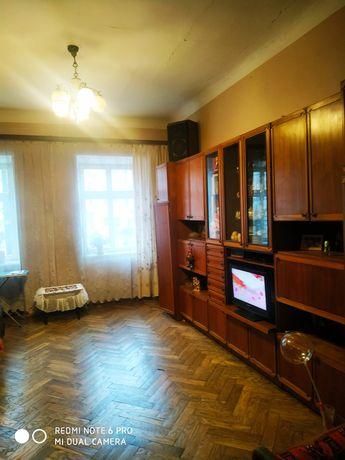 Продам 2 кім квартиру, центр, вікна на оперний театр.