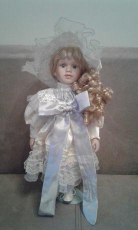 Porcelanowa duza lalka na stojaku