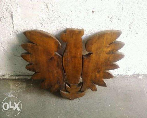 Duży orzeł z drewna PRL