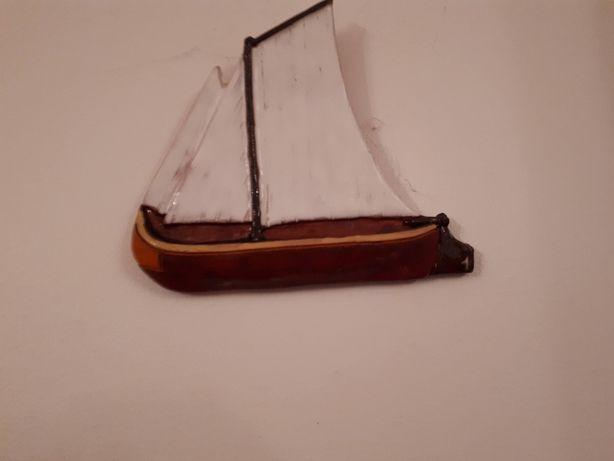 Barcos e borboletas em cerâmica para pendurar na parede