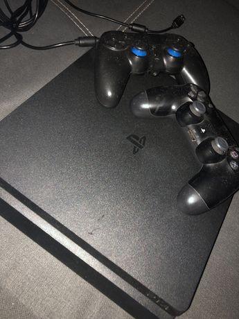 PS4 com 2 comandos, 3 jogos e uma TV