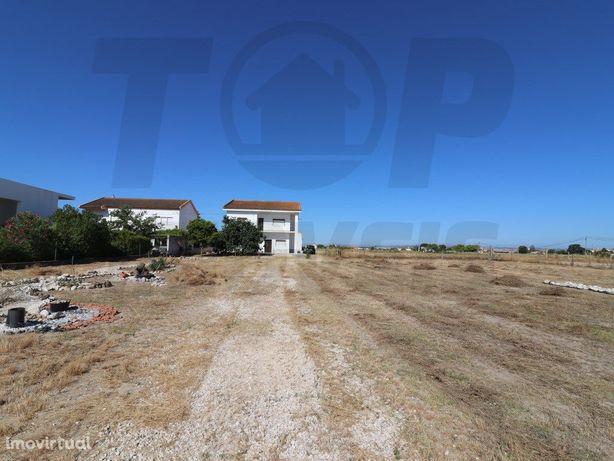Moradia V5 em Samora Correia - 3500m2 de terreno - 180.000€