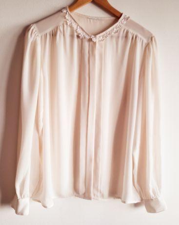 Blusa Vintage pérola, com detalhe em renda.  Tamanho L