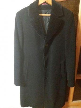 Класичне зимове чоловіче пальто
