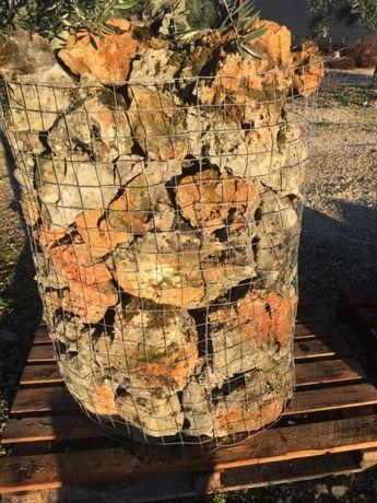 Pedra rústica / furada