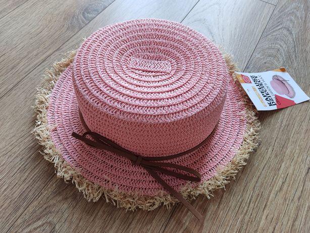 Nowy kapelusz dla dziewczynki