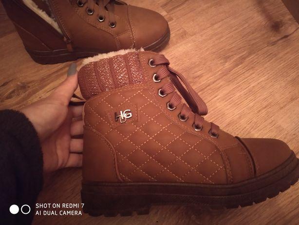 Обувь зимняя 36 р. Новая одели один раз. Причина продажи: маленькая.