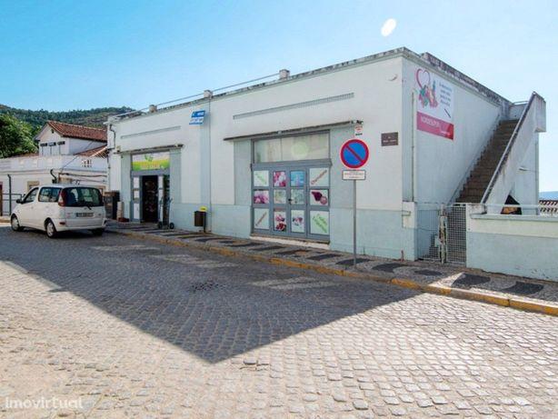 Excelentes armazéns comerciais no coração de Torre de Mon...