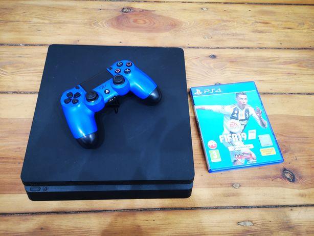 Konsola PS4 Slim 500GB + Pad + Kable + Gra Fifa