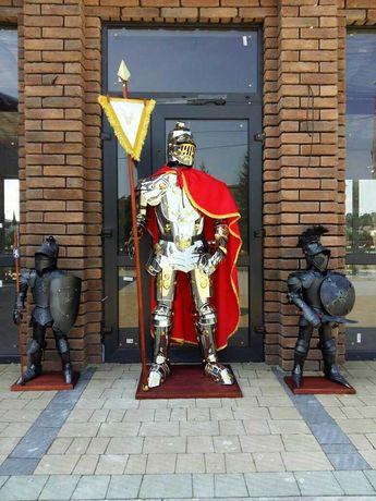 Zbroja Rycerska, Rycerz w zbroi o wysokości 175 cm