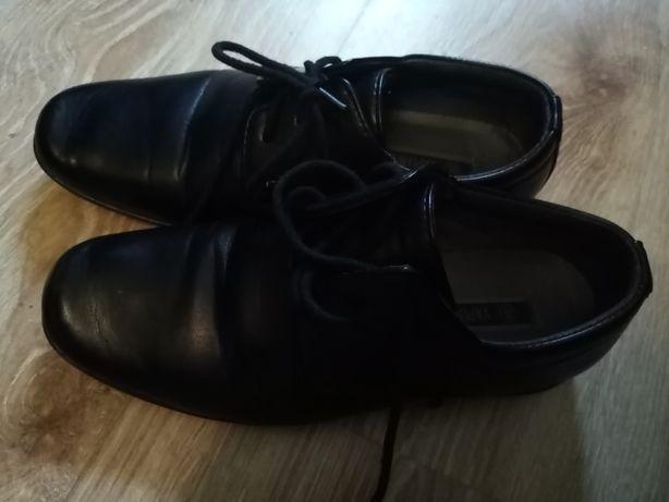 Eleganckie buty chłopięce- garniturowe.