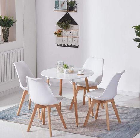 Cadeiras modernas Brancas com couro sintético e pernas de madeira