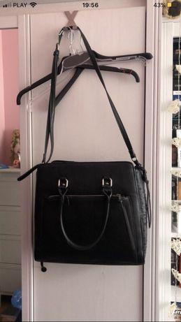 Czarna torba cropp shopper na ramie imitacja skory