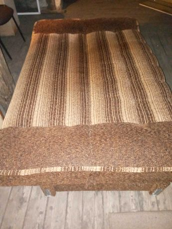 Lozko - kanapa widoczna na foto
