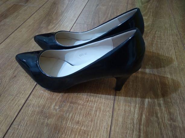 Туфлі лакові 40 нові