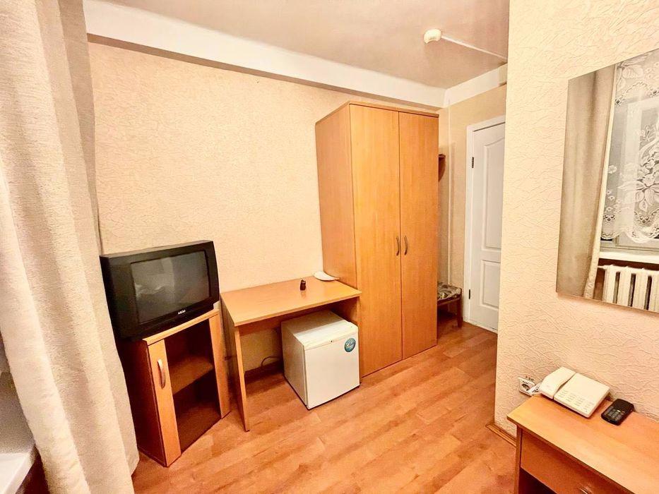 Комнаты в отеле  на 1 - 3 человек ВДНХ 5 минут. Голосеевский р-н.-1
