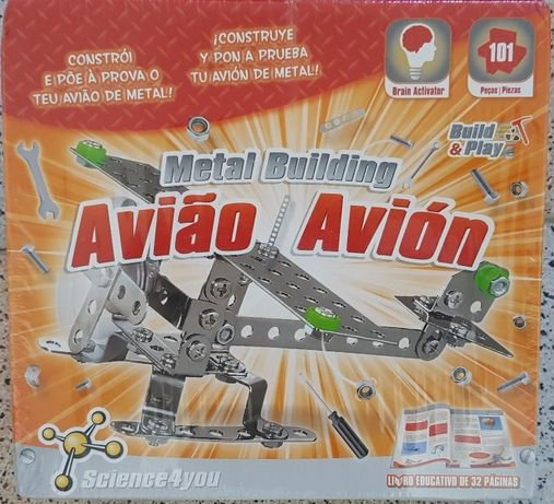 Metal building - Avião da Science4You Embalado