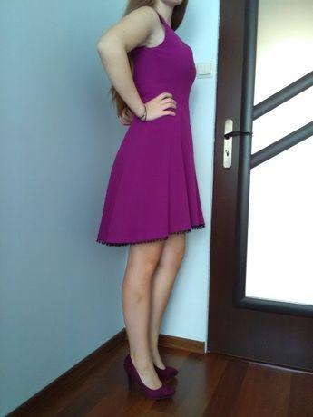 Sukienka elegancka fioletowa marki Reserved w rozmiarze 36/S