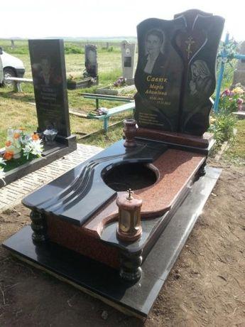 Пам'ятники та догляд за могилами.