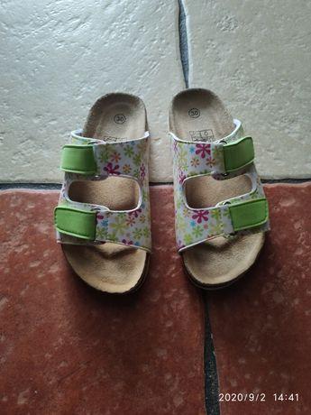 Laczki klapki sandały