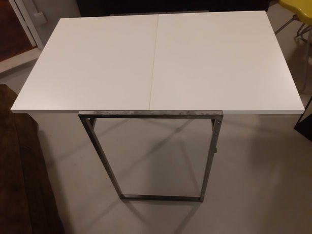 Mesa e cadeiras da ikea