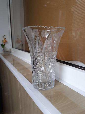 Продам вазу  хрустальная 20см