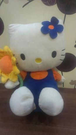 Продам большую мягкую игрушку Китти оригинал.