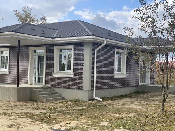 Дома в английском стиле возле школы Путровка