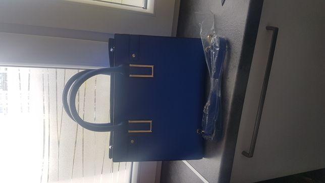 Śliczna torba sztywna niebieska