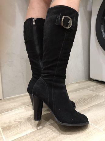 Женские замшевые зимние сапоги на каблуке