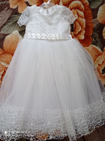 Дитяче плаття на свято або випуск