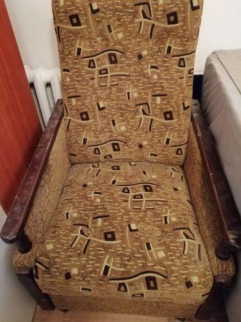 Dwa fotele i kanapa rozkładana