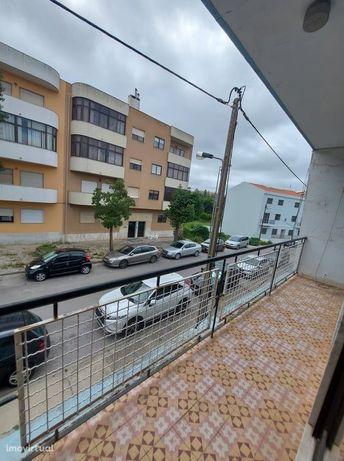 Apartamento T2 + sotão habitável - Pragal - Almada € 155.000,00