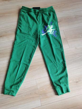 NOWE Sprzedam Zielone spodnie dresowe Air Jordan rozmiar M cena 140zł