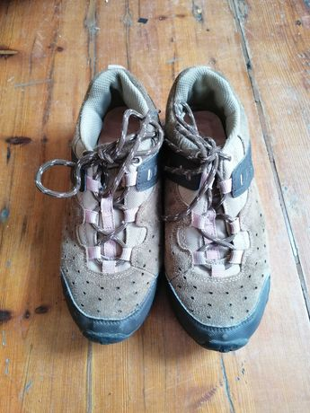 Sapatilhas de caminhada em perfeito estado