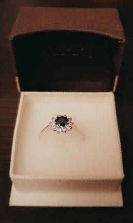 Pierścionek zaręczynowy firmy Apart z białego złota, rozmiar 18