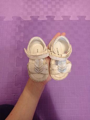 Босоножки для малышки